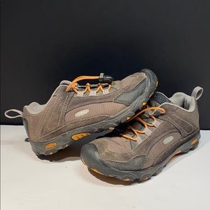 Keen Youth Size 4 Hiking Shoe